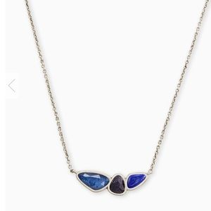 Kendra Scott Ivy Vintage Silver Necklace In Navy.